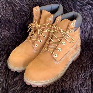 (Never Worn) Timberland Boots 4.5Junior (6 Womens)